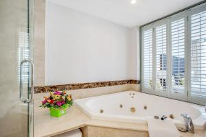 A bathroom at Mantra Legends Hotel