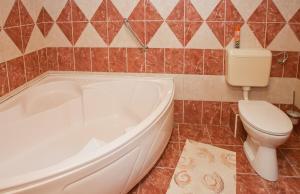 A bathroom at Hócza Vendégház