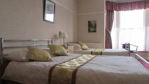 A bed or beds in a room at Diamond House
