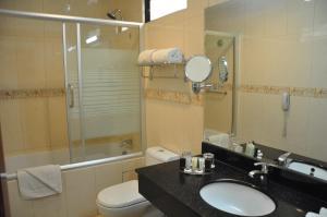 A bathroom at Hotel Kingdom