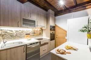 A kitchen or kitchenette at Albergue O Candil