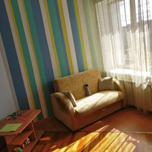 A seating area at Salvador Apartments on Yadrintsevskaya 18