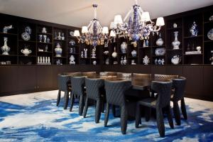 The lounge or bar area at Andaz Amsterdam Prinsengracht - a concept by Hyatt