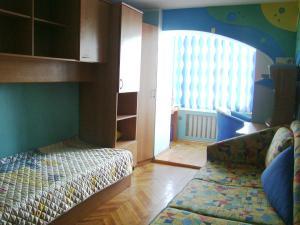 Кровать или кровати в номере Apartment on mikroraion Parus