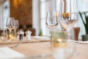 A restaurant or other place to eat at Hotel - Restaurant De 4 Jaargetijden