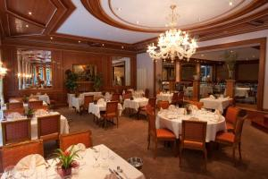 A restaurant or other place to eat at Hotel Koener