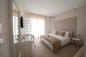 A bed or beds in a room at Chérie B&B - Salerno