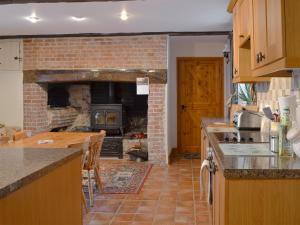 A kitchen or kitchenette at Nursted Farm Annexe