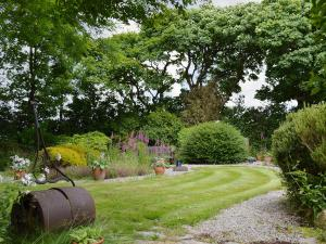 A garden outside Skiber An Gwenely