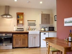 A kitchen or kitchenette at The Writing Room