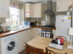 A kitchen or kitchenette at Oxford Terrace