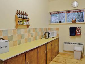A kitchen or kitchenette at Craigend Cottage