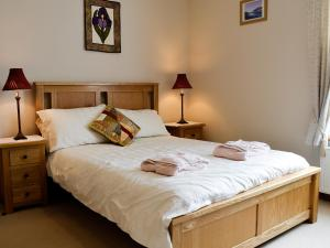 A bed or beds in a room at 32 High Street