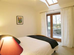 A bed or beds in a room at Appletree Cottage