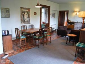 A restaurant or other place to eat at Craigend Cottage