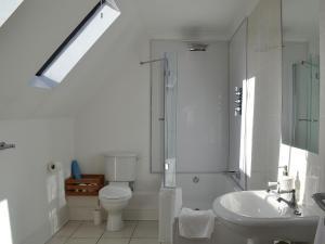 A bathroom at Kingscote
