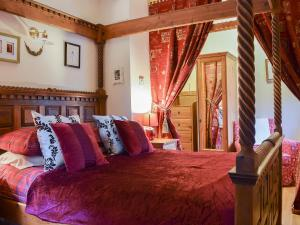 A bed or beds in a room at Still Brae