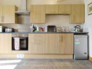A kitchen or kitchenette at The Lodge At The Granary