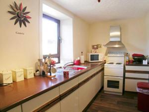 A kitchen or kitchenette at Cranna-By-The-Sea
