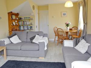 A seating area at Anchor Cottage