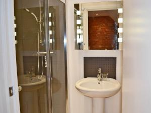 A bathroom at The Lodge At The Granary