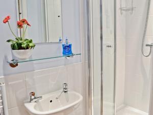 A bathroom at Greenviews West