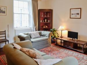 A seating area at Skene House Cottage