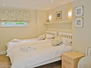 A bed or beds in a room at Little Lansker