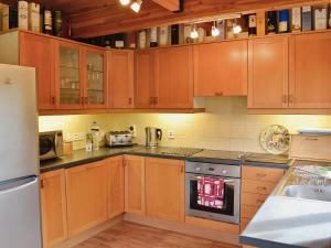 A kitchen or kitchenette at Saffron Lodge
