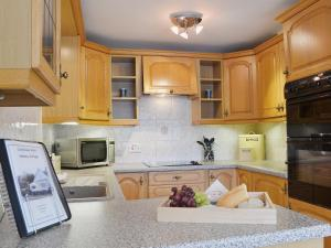 A kitchen or kitchenette at Castleview West