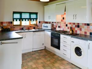 A kitchen or kitchenette at Wessex Lodge