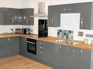 A kitchen or kitchenette at Avocet