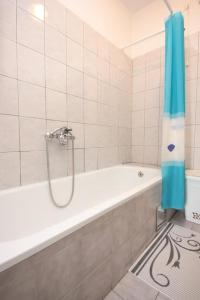 A bathroom at Apartments with a parking space Cibaca, Dubrovnik - 8998