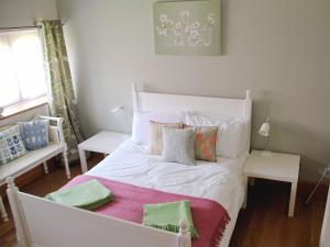 A bed or beds in a room at Avocet