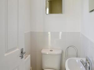 A bathroom at Greenmount Cottage