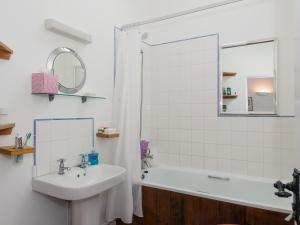 A bathroom at Millpool Cottage