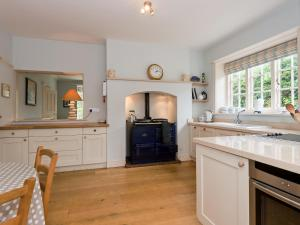 A kitchen or kitchenette at The Old Vicarage