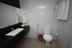A bathroom at Internacional Palace Hotel