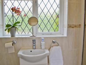 A bathroom at The Paddock Annexe