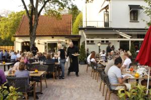 Een restaurant of ander eetgelegenheid bij Loetje Overveen