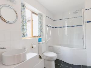 A bathroom at The Dovecote