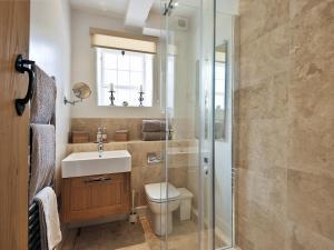 A bathroom at Thornton