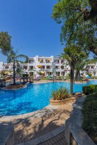 Het zwembad bij of vlak bij Balaia Golf Village