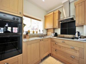 A kitchen or kitchenette at Thornton