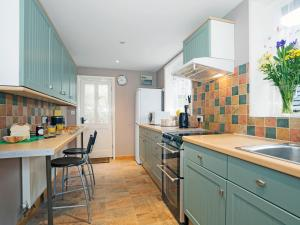 A kitchen or kitchenette at The Old Granary