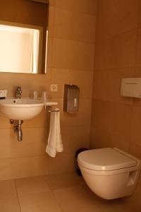 Een badkamer bij Loetje Overveen
