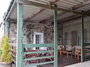 A restaurant or other place to eat at Shielhill Bothy