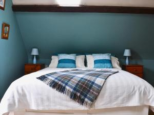 A bed or beds in a room at The Saddlery