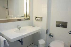 Ein Badezimmer in der Unterkunft Stadthotel Oranienburg