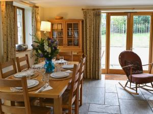 A restaurant or other place to eat at Two Bedroom Cottage in Carlingcott nr. Bath